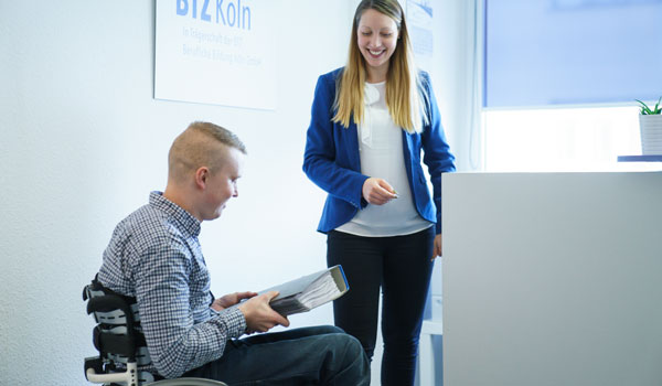 """Der Trainingsbereich """"Büro und mehr"""" im BTZ Köln bietet vielfältige Einsatzmöglichkeiten."""